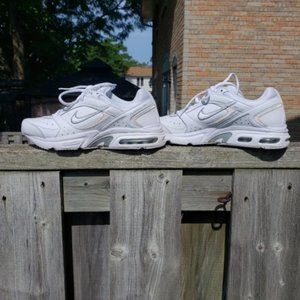 NIKE white Air Max Health Walker VII+ shoes size 8